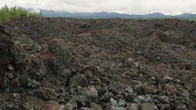 Djupfrysta lavafält av det stora Tolbachik klyftautbrottet lagerför längd i fot räknatvideoen arkivfilmer