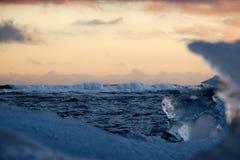 Djupfrysta is- vågor arkivfoton