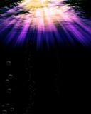 djupt - purpurt vatten Arkivfoton