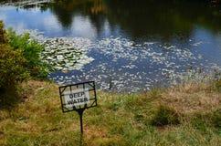 Djupt vatten för fara royaltyfria foton