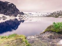 Djupvatnet See, Norwegen Lizenzfreies Stockfoto