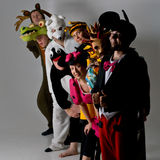 djur kostymerar gruppteatern Arkivfoton