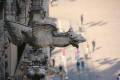 Djur skulptur på den Milan domkyrkan arkivfoton