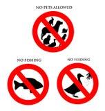 djur som matar fiska inga husdjur tecken Arkivfoto