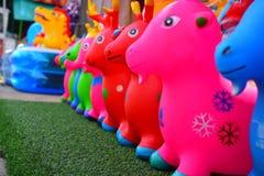Djura dockor som göras av färgrikt gummi Arkivbild