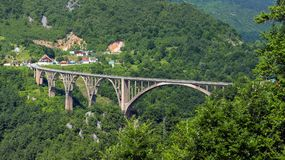 Djurdjevica Tara Bridge nel Montenegro Immagini Stock