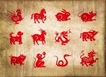 Djuret av den kinesiska zodiaken, sepia texturerade bakgrund Arkivfoton