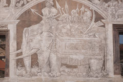 Djursymboler i archutecture Royaltyfria Foton
