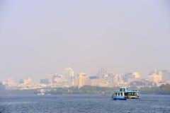 łódkowatego promu Hangzhou jeziorny pobliski zachód Obraz Stock