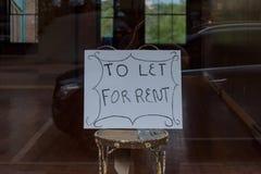 Dla czynszu podpisuje wewnątrz sklepu okno obraz stock