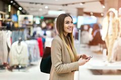 Dla kobieta zakupy odziewa obraz stock