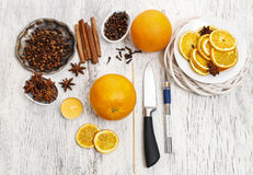 Dlaczego robić pomarańczowej pomander piłce z świeczką - tutorial obrazy stock