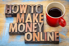 Dlaczego robić pieniądze online w drewnianym typ Zdjęcie Royalty Free