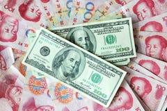Dólar americano y yuan chino Fotografía de archivo libre de regalías