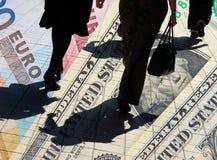 Dólar y compradores euro Foto de archivo libre de regalías