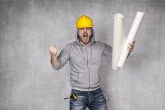 Dålig arbetare som skriker med spänning Arkivbilder