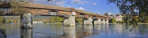 Dålig Sackingen fot- bro som förbinder Schweiz och Tyskland Fotografering för Bildbyråer
