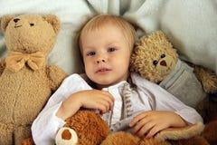 dåligt sjuk barninfluensaflicka Arkivfoto