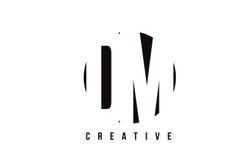 DM D M白色信件商标设计有圈子背景 库存图片