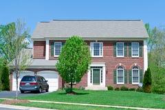 DM suburbana HOME dianteira da casa da família do tijolo da única Fotos de Stock Royalty Free