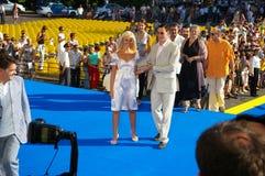 Dmitriy Dyujev con la novia Imagenes de archivo