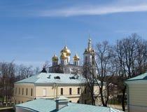Dmitrov克里姆林宫的金黄圆顶 免版税库存照片