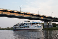 DMITROV AUGUST 7: Ship under the bridge on 7 August 2015 in Dmitrov, Russia Royalty Free Stock Photos