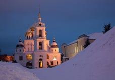 Dmitrov, cattedrale del presupposto nell'inverno nel evenin Fotografie Stock Libere da Diritti