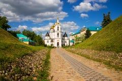 Dmitrov Kreml för kremlin moscow för antagandedomkyrkadmitrov russia för region vykort vinter Arkivfoton