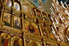 Dmitrov Ryssland - mars 10 2018 iconostas av den Borisoglebsky mankloster Royaltyfria Bilder
