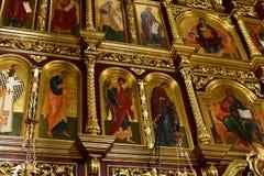Dmitrov Ryssland - mars 10 2018 iconostas av den Borisoglebsky mankloster Arkivfoton