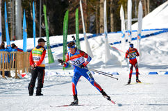 Dmitry Blinov konkurriert in regionaler Schale IBU in Sochi Stockfotografie