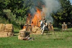 Démonstration équestre dans des costumes traditionnels Image libre de droits