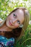 dmucha dandelions dziewczyny łąkę Obraz Royalty Free