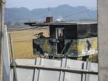 DMZ, Νότια Κορέα Τον Οκτώβριο του 2012: Νοτιοκορεατικοί στρατιώτες που στέκονται τη φρουρά στο DMZ όπως αντιμετωπίζεται από την π στοκ εικόνα με δικαίωμα ελεύθερης χρήσης