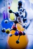DNA-Struktur und Labor Lizenzfreie Stockfotos