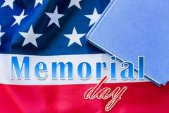 Dni pamięci słowa nad flaga amerykańską i książką zdjęcie royalty free