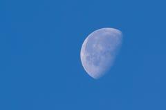 Dnia czasu widok księżyc zdjęcie royalty free