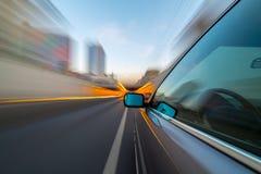 Dnia miasta drogi widok z wewnątrz samochodu Fotografia Stock