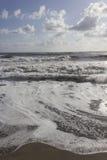 Dnia widok szorstcy morza w Versilia Zdjęcie Stock