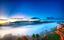 Dnieje na plateau w ranku z kolorowym niebem Fotografia Royalty Free