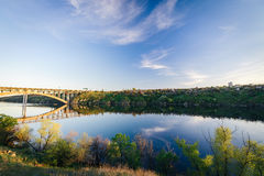 Dnieper银行 扎波罗热的变貌的桥梁 图库摄影