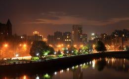 Dniepr, de Oekraïne, mening van de stad in avond Stock Afbeeldingen