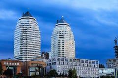 Dnipro市的多层的大厦、摩天大楼和塔看法在晚上,第聂伯罗彼得罗夫斯克, 库存图片