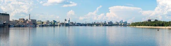 Dnipro河的全景 免版税库存照片
