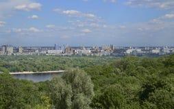 Dnipro-Fluss in der Stadt von Kiew, Ukraine Lizenzfreies Stockfoto