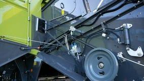 DNIPRO, UCRANIA - 30 DE AGOSTO DE 2018: Cosechadoras, tractores y maquinaria durante la exposición agrícola, el 30 de agosto de almacen de metraje de vídeo
