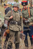 DNIPRODZERZHYNSK, ΟΥΚΡΑΝΙΑ - 26 ΟΚΤΩΒΡΊΟΥ: Ιστορική αναπαράσταση μελών στο Ναζιστική Γερμανία ομοιόμορφα τον Οκτώβριο 26.2013 σε D στοκ φωτογραφία
