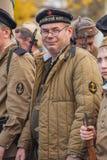 DNIPRODZERZHYNSK UKRAINA, PAŹDZIERNIK, - 26:  Członek Dziejowy reenactment w Radzieckim wojsko mundurze po bitwy na Październiku 2 Zdjęcia Stock