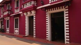 Dno jaskrawy czerwony budynek zbiory wideo